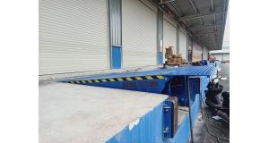 长沙固定式登车桥案例--湘中诚通物流订购固定式登车桥(高度调节板)一批,已安装完毕